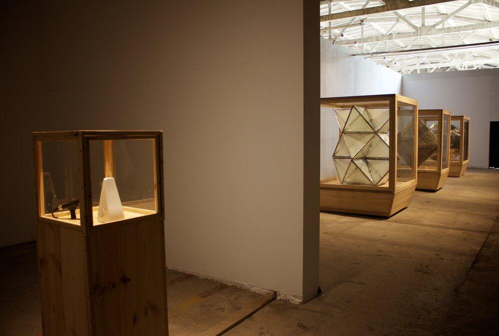 «Триптих 2», з серії «Різня про мінімал». Світлина: Макс Роботов, IZOLYATSIA. Platform for cultural initiatives, 2013