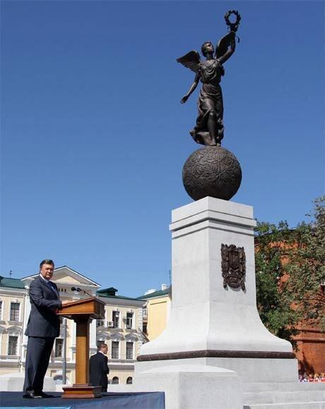 Відкриття одного з «декомунізованих» символів пострадянської України, Харків, 2012