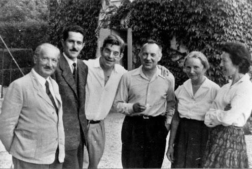 Світлина : зліва направо — Мартін Хайдеггер, Акселос, Жак Лакан, Жан Бофре, Ельфріда Хайдеггер та Сильвія Батай (тоді ще дружина Лакана).
