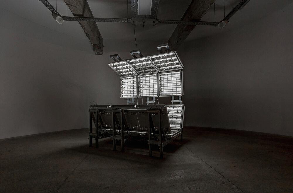 Солярій. 2010. Інсталяція: металічна структура, світильники