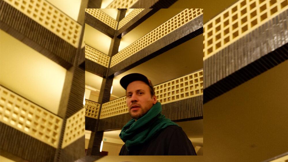 Мітя Чуріков у будівлі RBB, 2020. Фото: Аміна Ахмед