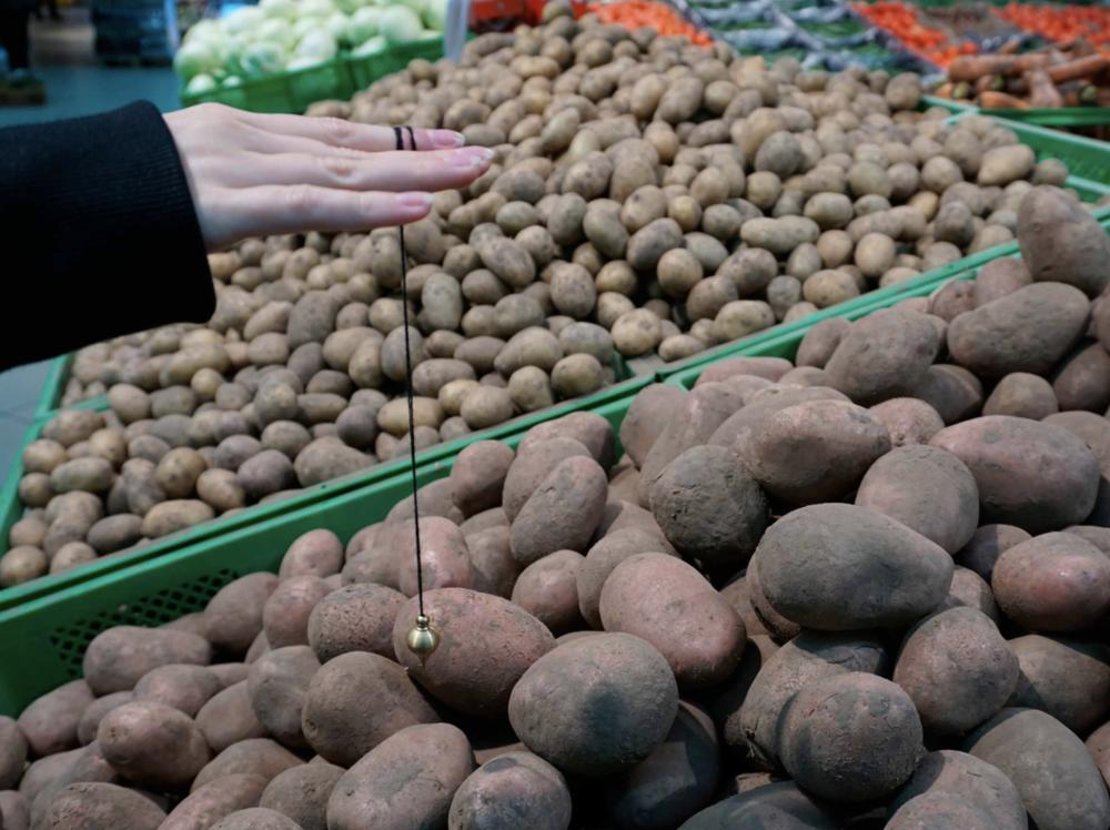 Лена Сиятовська, Материальный магнетизм, супермаркет, Киев, (2017). Фото предоставлено художницей