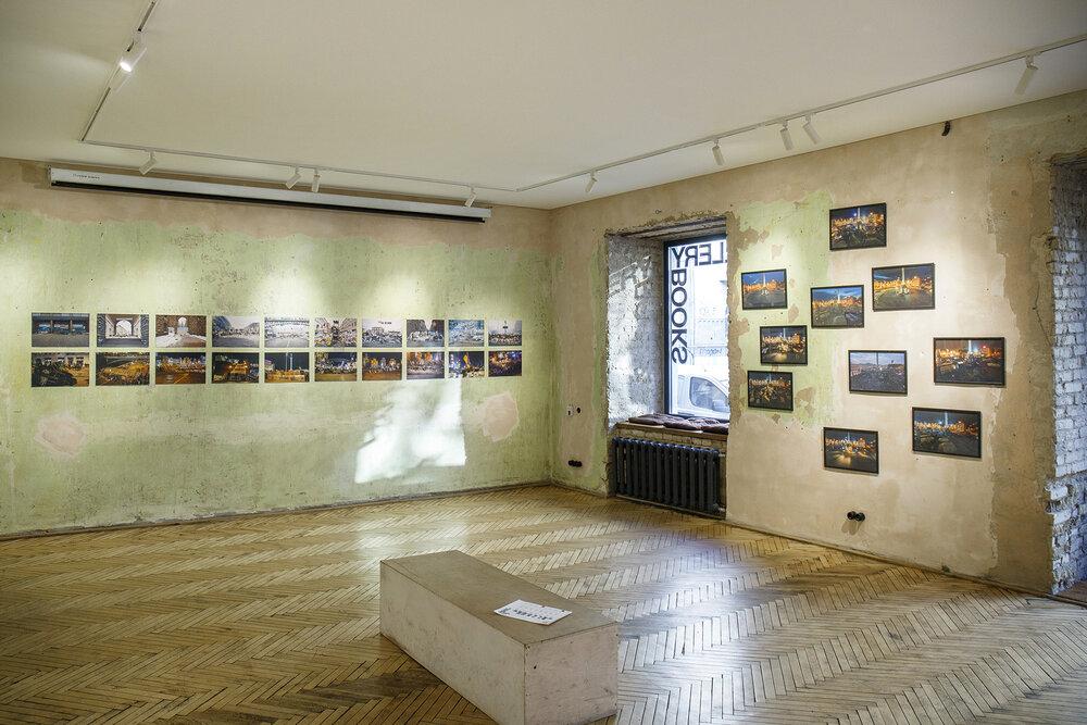 Фрагмент експозиції виставки We go backwards, The Naked Room, Київ, 2019
