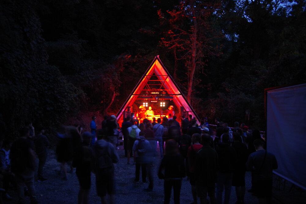 Сцена на Хащах під час одного з фестивалів. Фото надане Олександром Бурлакою