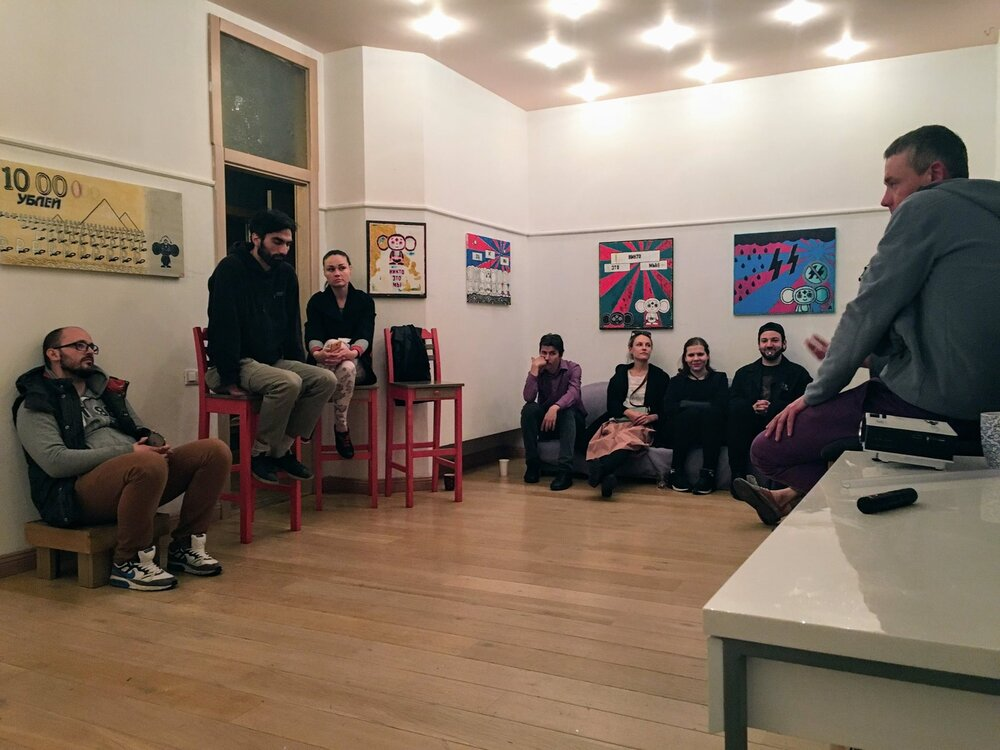 Зустріч з художником Андрієм Зелінським у рамках його виставки у Lab24.Фото з архіву художниці.