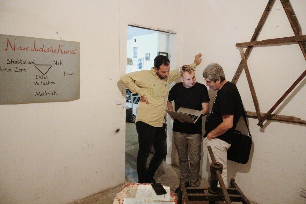 З виставки «Кабінет Нового Єврейского Мистецтва», галерея Ночь (з Міхаїлом Рашковецьким)