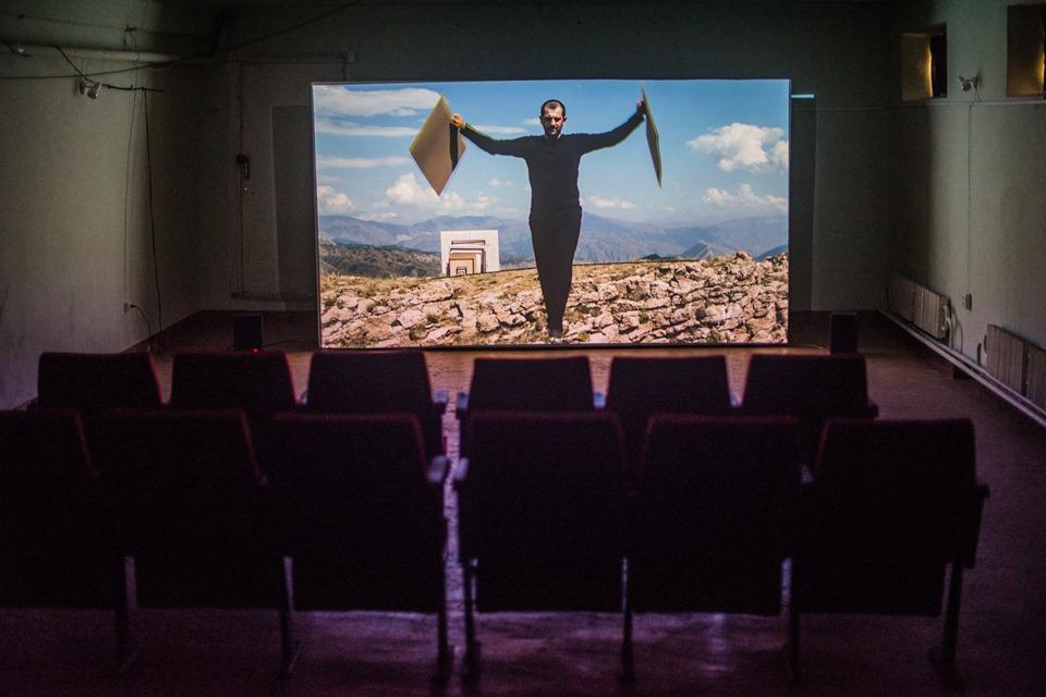 Робота Таус Махачьової на виставці «Просвітництво та патерналізм» у Кмитівському музеї. Світлина: Наталка Дяченко