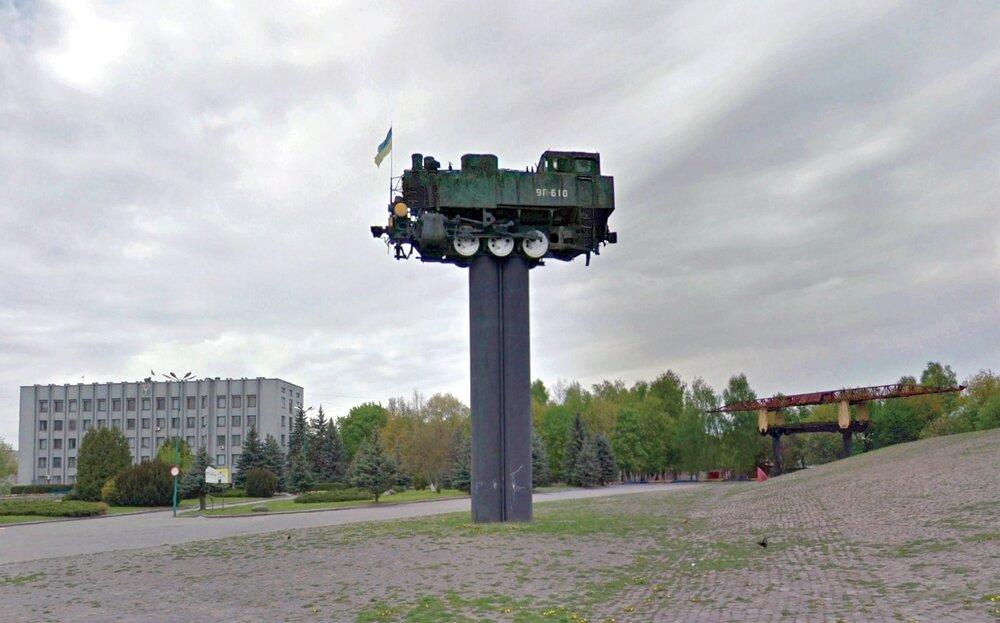 Але не всі пам'ятки знаходяться на околицях. Наприклад, цей пам'ятник — це частина музейного комплексу в Шепетівці.