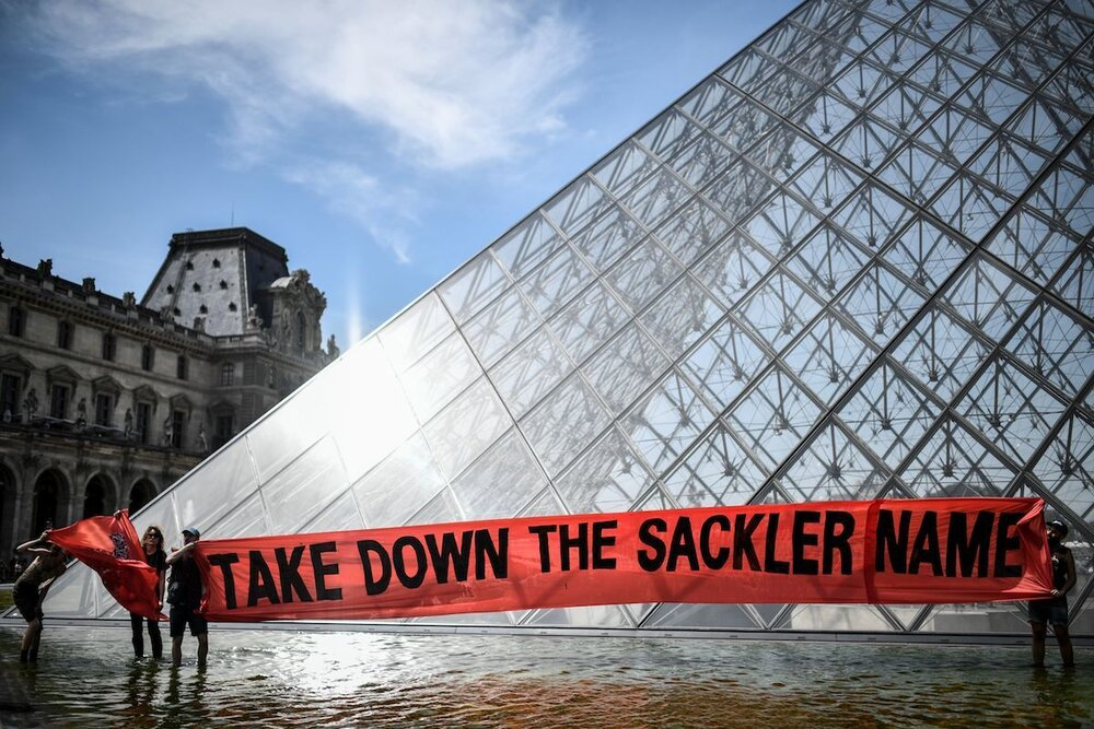 P.A.I.N. біля Лувру ©Stephane de Sakutin/AFP/Getty Images