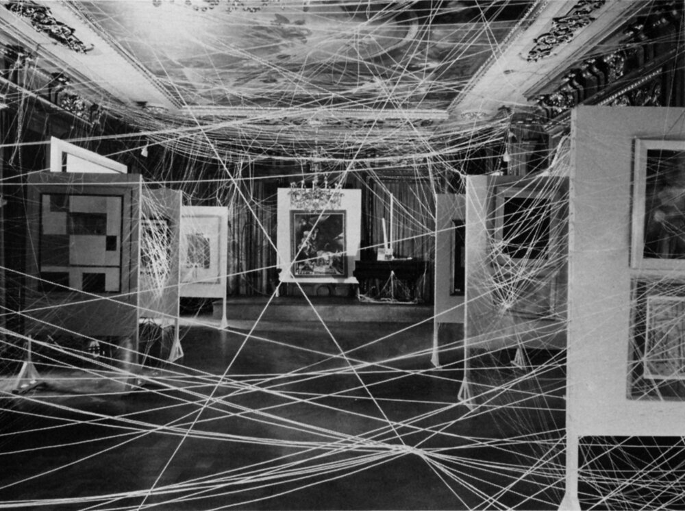 16 Miles of String, 1942 ©PHILADELPHIA MUSEUM OF ART  Робота з першої міжнародної виставки сюрреалізму в Нью-Йорку