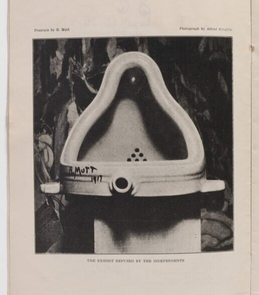 Fountain, 1917 ©HIRSHHORN MUSEUM AND SCULPTURE GARDEN  Найвідоміший реді-мейд, це пісуар з підписом «R.Mutt» (Р. Дурень). Роботу мали представити на виставці Товариства незалежних художників. Офіційно в експонуванні роботи Дюшану відмовити не могли, оскільки, він заплатив річний внесок. На самій виставці представили лише фотографію пісуара