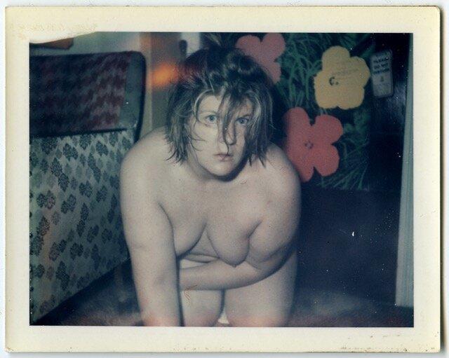 Автопортрет з квітами ©INVISIBLE-EXPORTS, NEW YORK