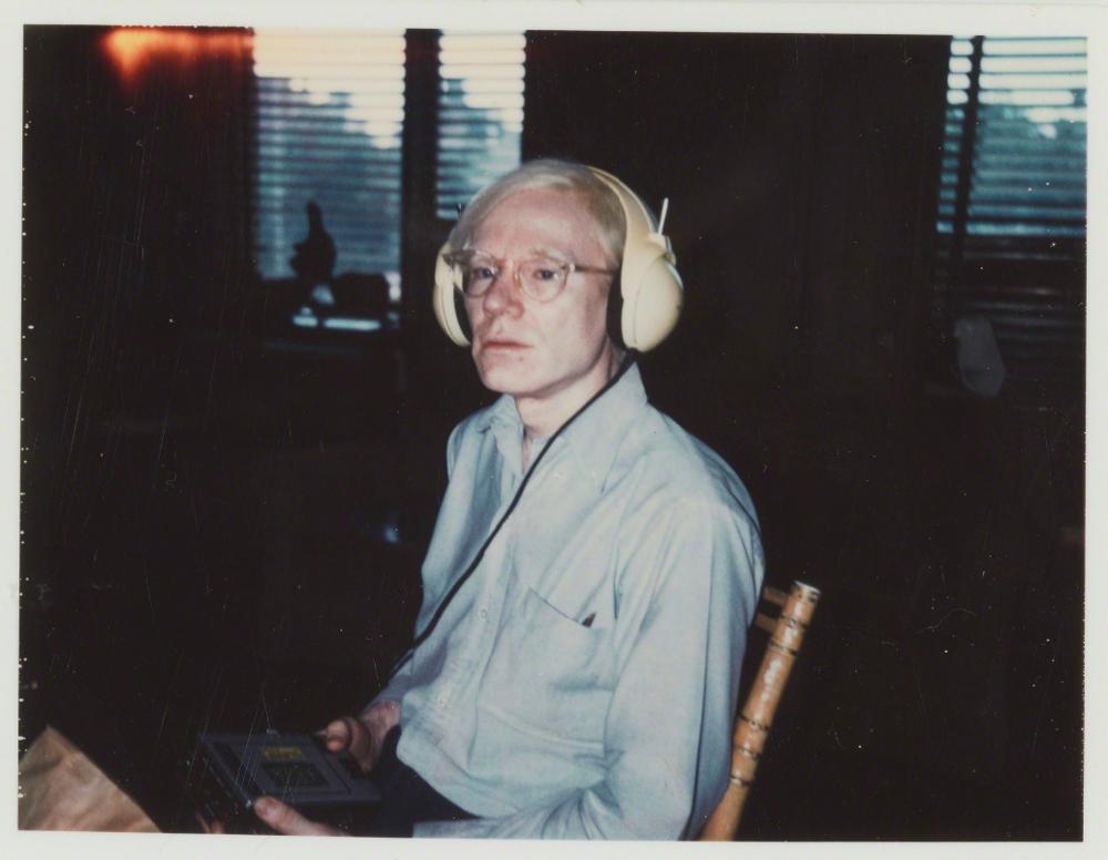 Енді Ворхол в навушниках Лу Рида © artsy