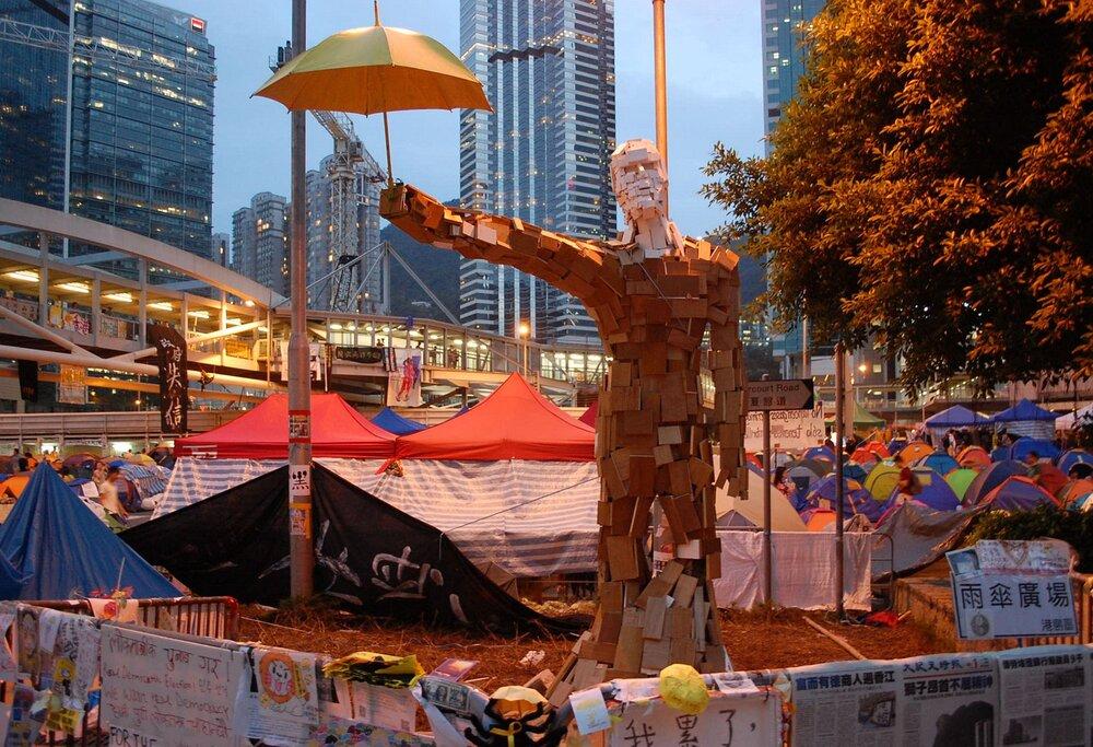 Чоловік-парасолька, Гонконг, 25 жовтня 2014 рік. Автор фото: Citobun