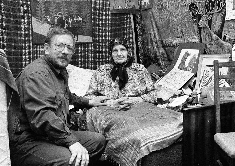 Віктор Марущенко в гостях у художниці Марії Приймаченко, 1996 рік. Фото: Віктор Марущенко