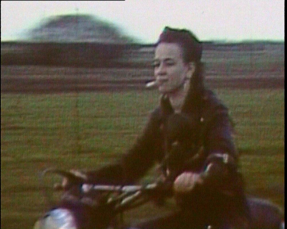 Героїня Андреа Вольф. Кадр із фільму «Листопад», 2004