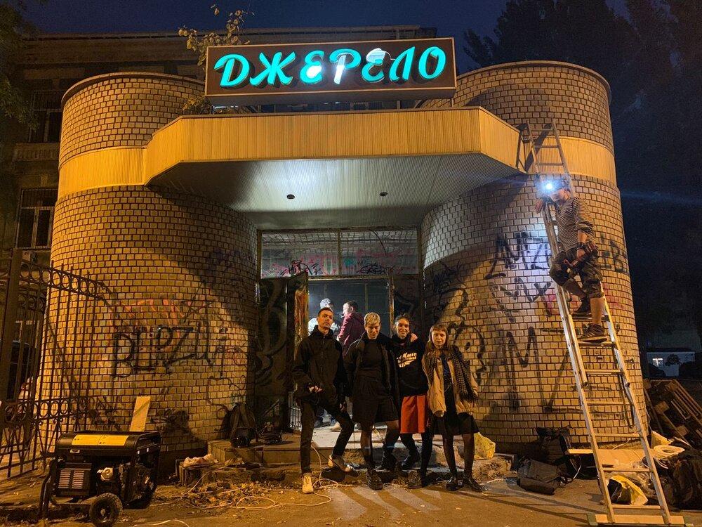 Учасники робочої групи біля бювету «Джерело». Фото: Наталка Дяченко