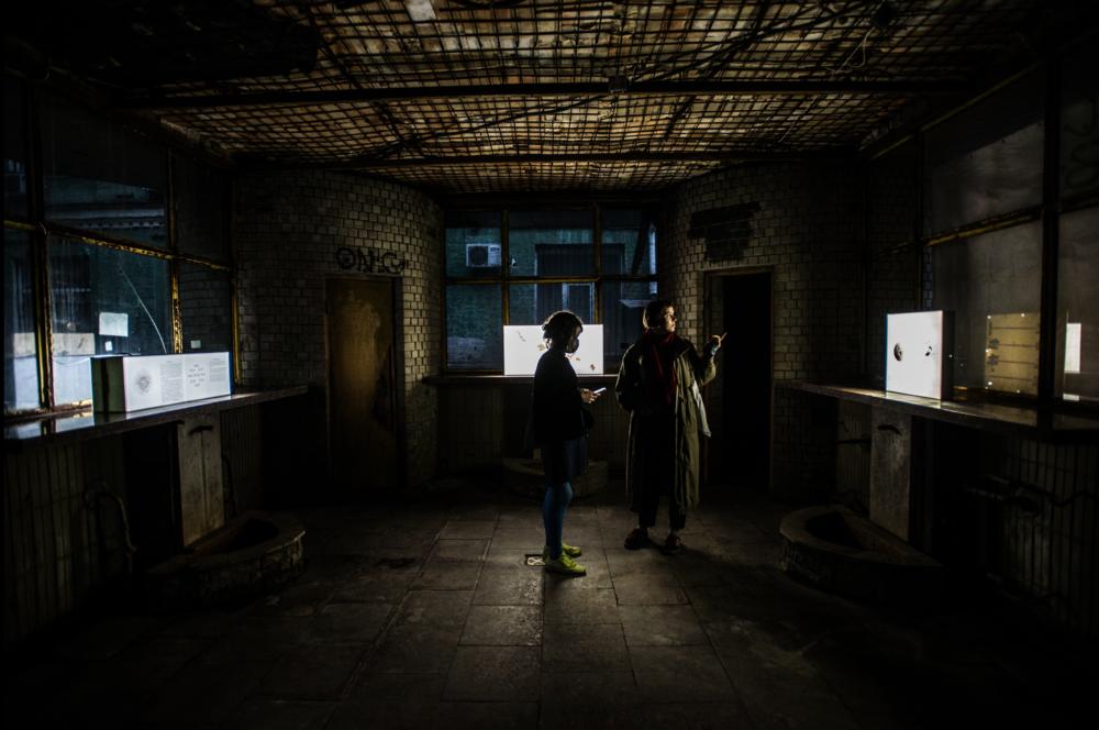Під час відкриття виставки Миколи Рідного в просторі бювету «Джерело», 2020. Фото: Наталка Дяченко