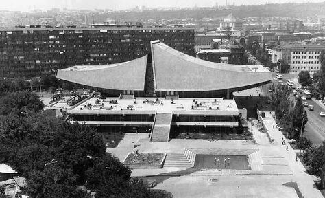 Кінотеатр «Росія» в столиці Вірменії місті Єреван,  джерело