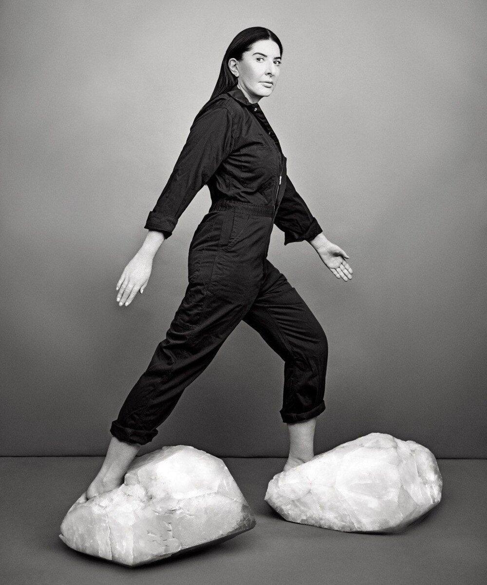 «Взуття вирушання», М. Абрамович. Зображення: Ruven Afanador, Marina Abramovic for New York Magazine ( https://www.pinterest.com/pin/371335931761220287/ )