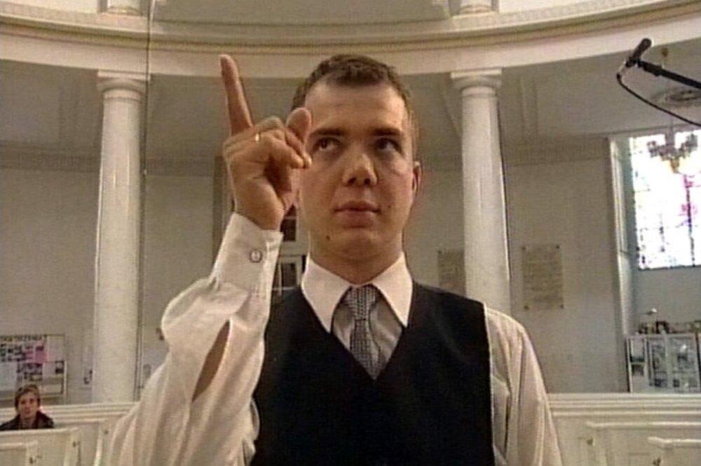 Артур Жмієвський, кадр з відео «Урок співу 1», 2001
