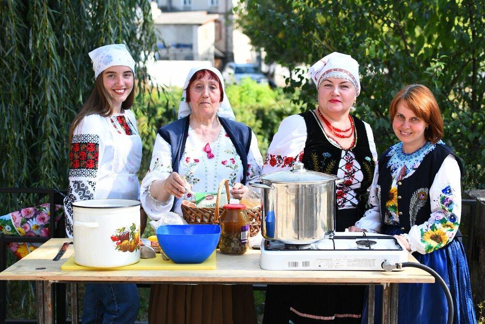 Кухня просто неба у Бучачі, Тернопільська область. Фото: Руслан Сингаєвський