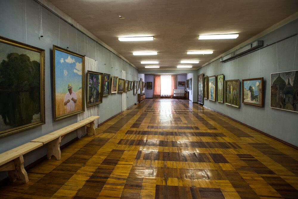 Галерея живопису із колекції В.Тура в Татарбунарському краєзнавчому музеї