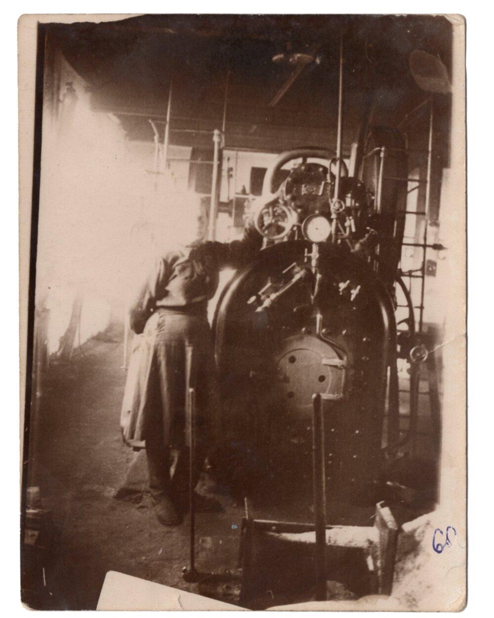 Ганна Іванцова (Слупська) у перший робочий день на електростанції, поселення Алгач, 1960. Джерело: Меморіальний музей «Територія Терору»