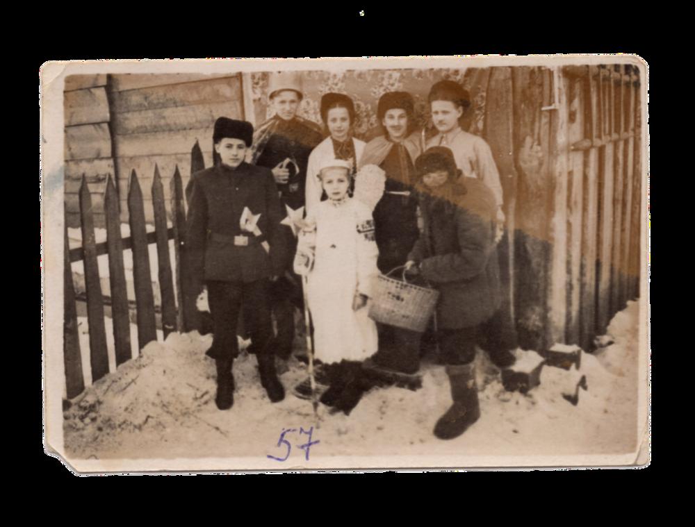 Вертеп, поселення Алгач, 1957. Джерело: Меморіальний музей «Територія Терору»