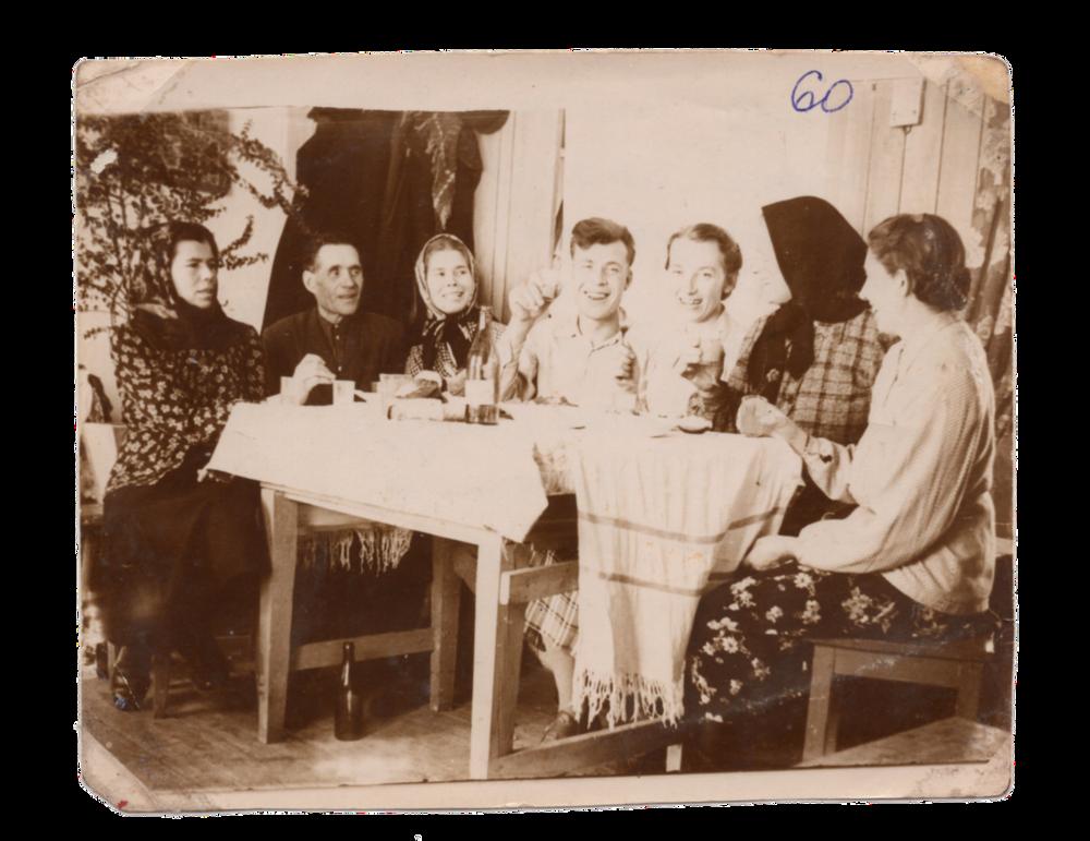 Застілля, поселення Алгач, 1960. Джерело: Меморіальний музей «Територія Терору»