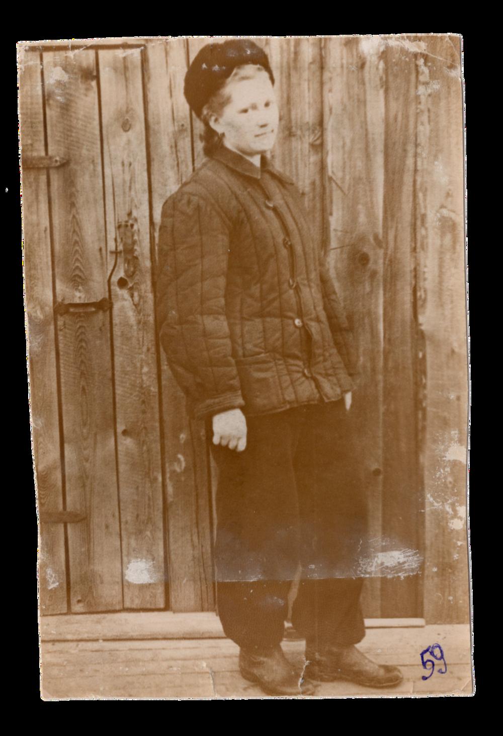 Ганна Іванцова (Слупська), поселення Алгач, 1959. Джерело: Меморіальний музей «Територія Терору»