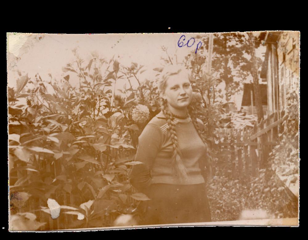 Ганна Іванцова (Слупська), поселення Алгач, 1960. Джерело: Меморіальний музей «Територія Терору»