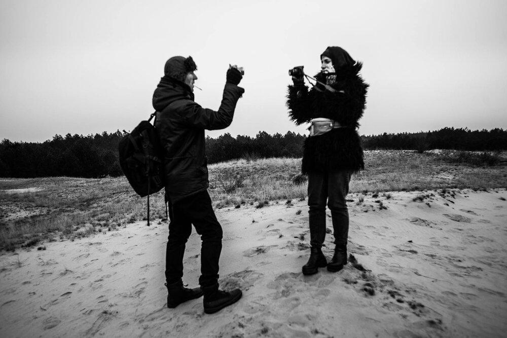 Стас Волязловський та Аліна Якубенко під час експедиції ДЕ НЕ ДЕ в Олешківські піски. Фото: Анна Сорокова