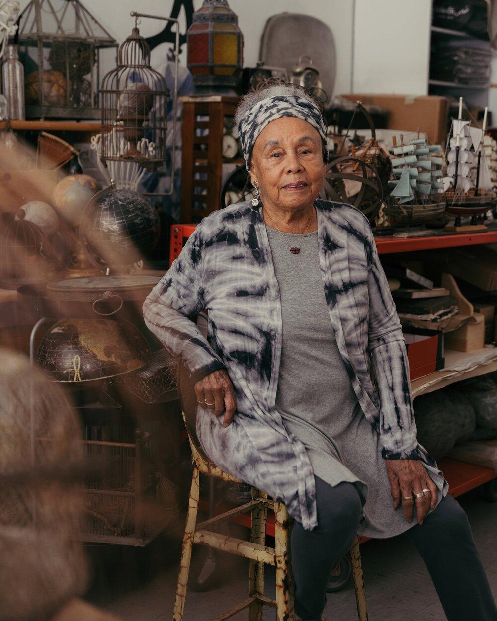Бетти Саар в своей студии в Лорел Каньон. Источник: New York Times