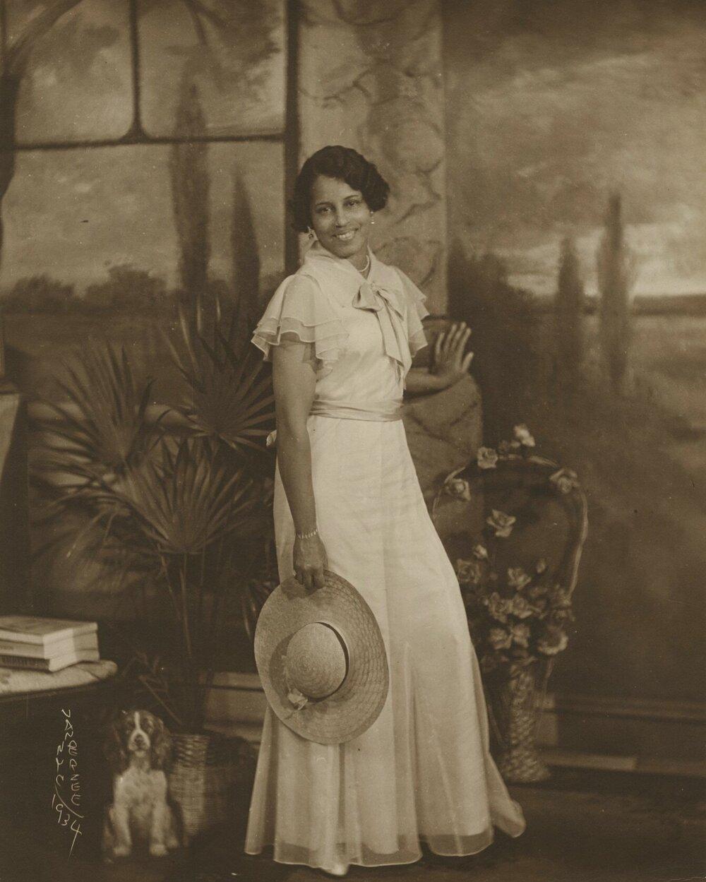 James Van Der Zee, Lady with Wide-brimmed Straw Hat, 1934