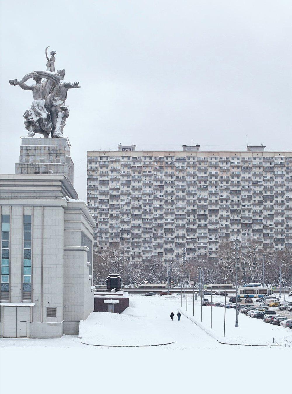 Будинок на курячих ніжках, житловий блок, спроектований В. Андрєєвим і Т. Заїкіним, був побудований в 1968 році, Москва.