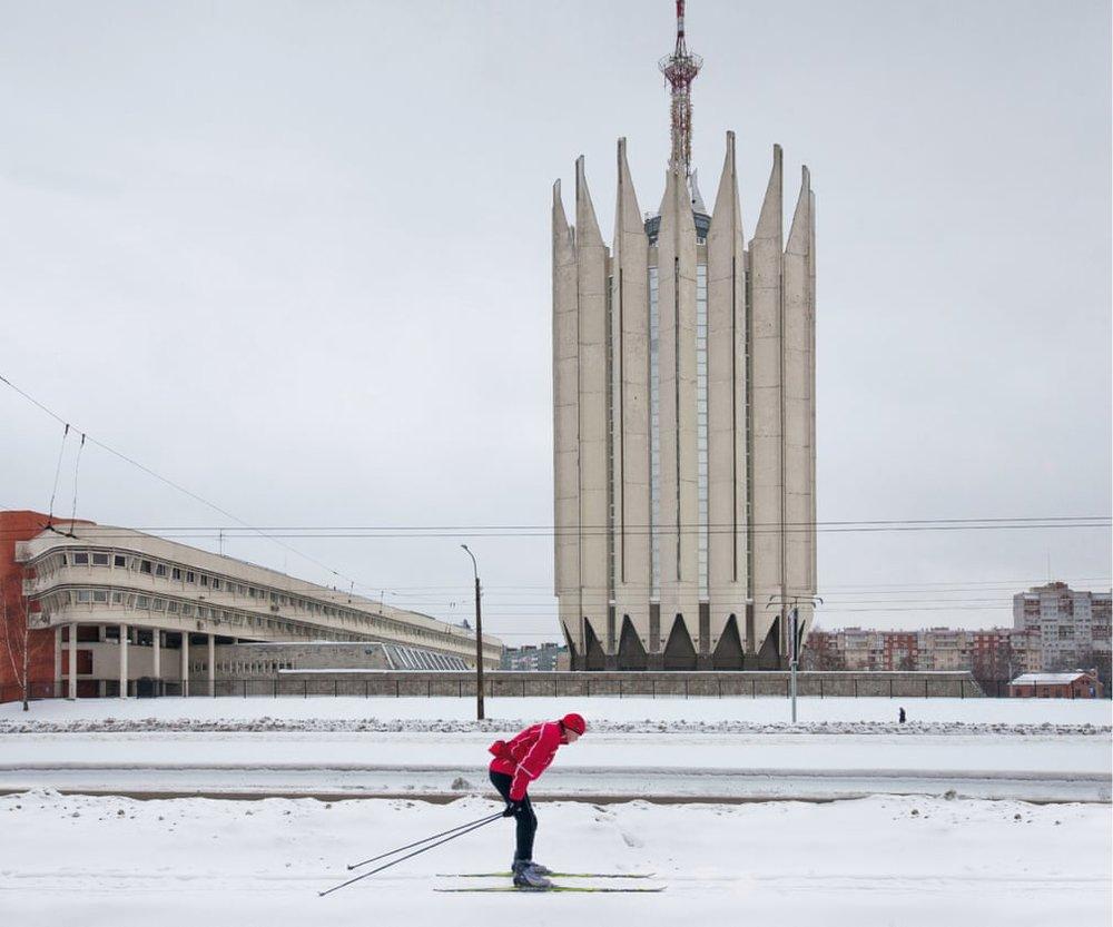 Російський державний науковий центр робототехніки і технічної кібернетики, спроектований С. Савіним і Б.Артюшиним, побудований в 1973-1986 рр. В Калінінському районі Санкт-Петербурга