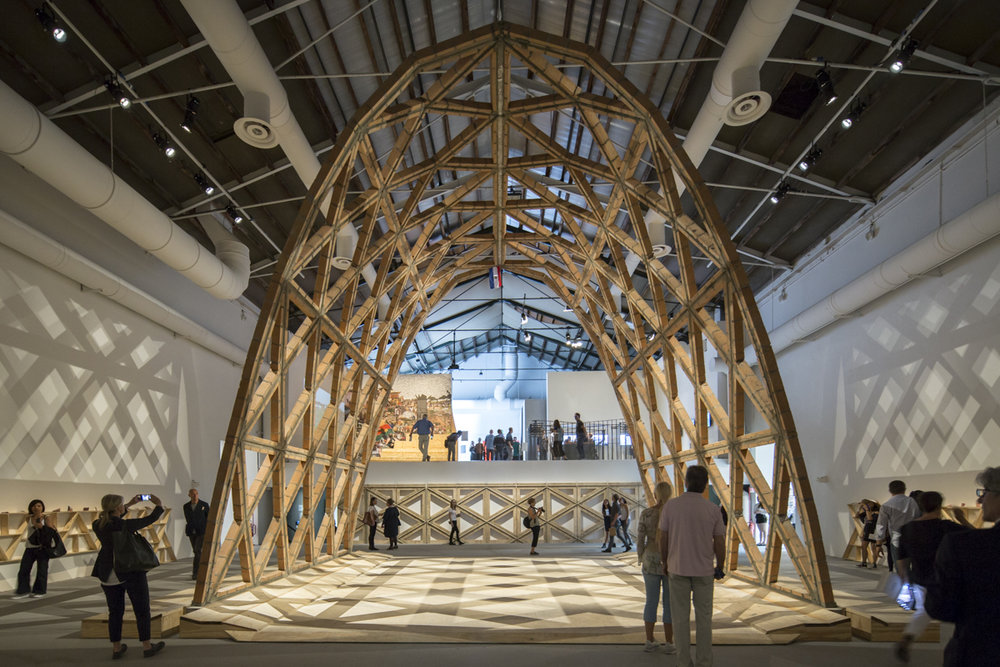 Проєкт бюро Gabinete de Arquitectura, на виставці «Репортаж з фронту» 2016. Світлина: Laurian Ghinitoiu