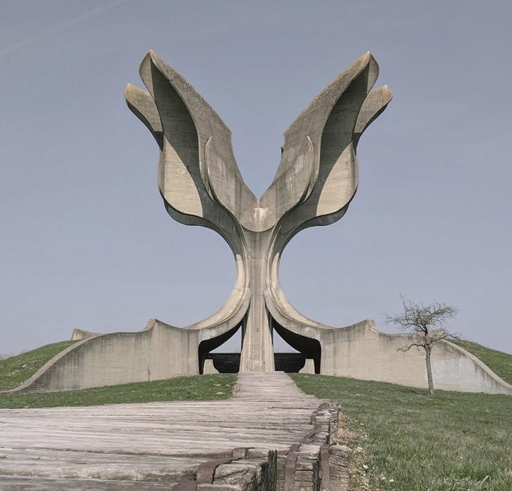 Квітковий пам'ятник, який зазвичай називають «кам'яною квіткою»