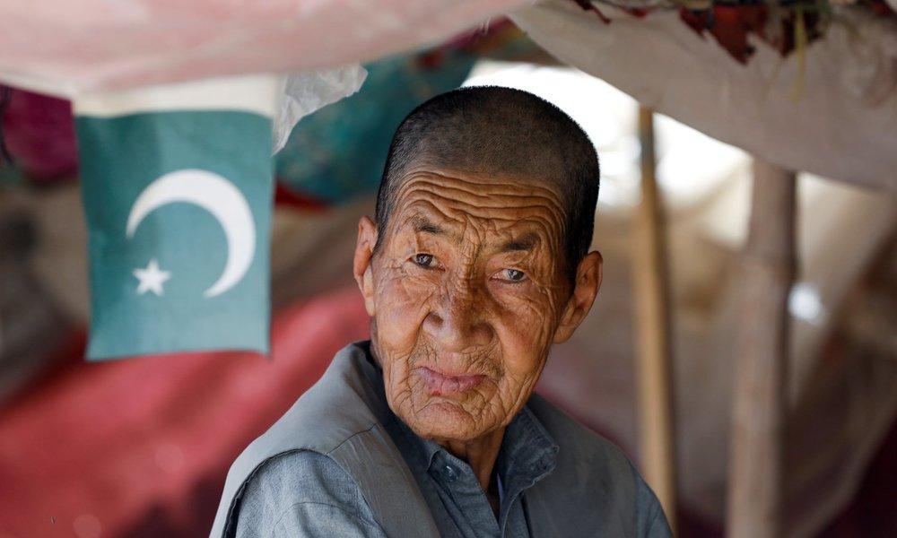 Ібрагім Хазара, 70 років, продає абрикоси