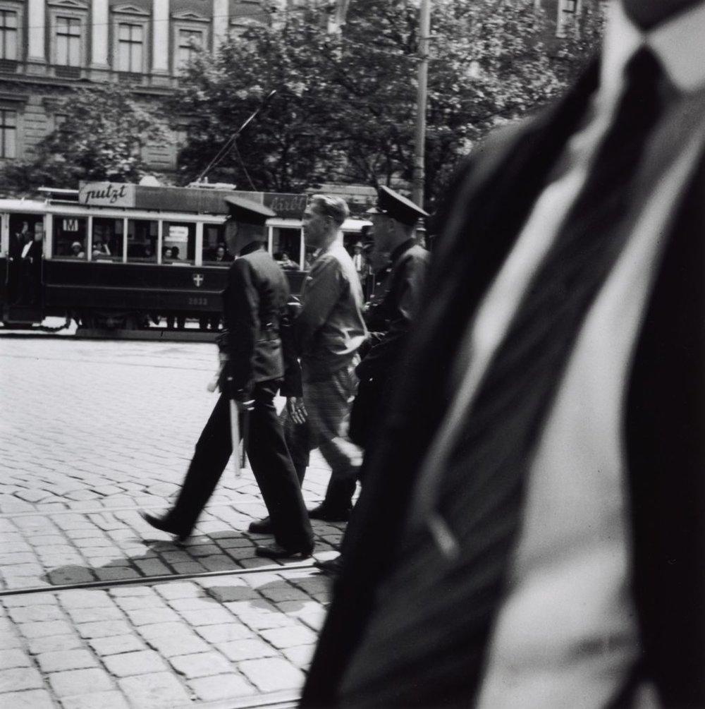 Едіт Тюдор-Харт (друк Джоанни Кейн), Арешт, Відень (1930—33, друк 2013)