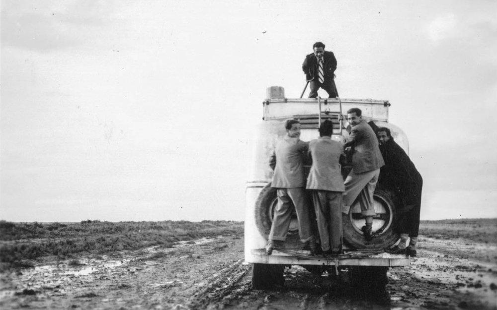 Фото: ARAB IMAGE FOUNDATION.У пустелі між «Бейт-ель-Холлат» і «Ель-Мусаяб», по дорозі в Ірак, 1939.