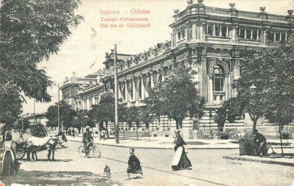 Будівля театру Сибірякова. Листівка початку ХХ століття. Світлина:  wikipedia
