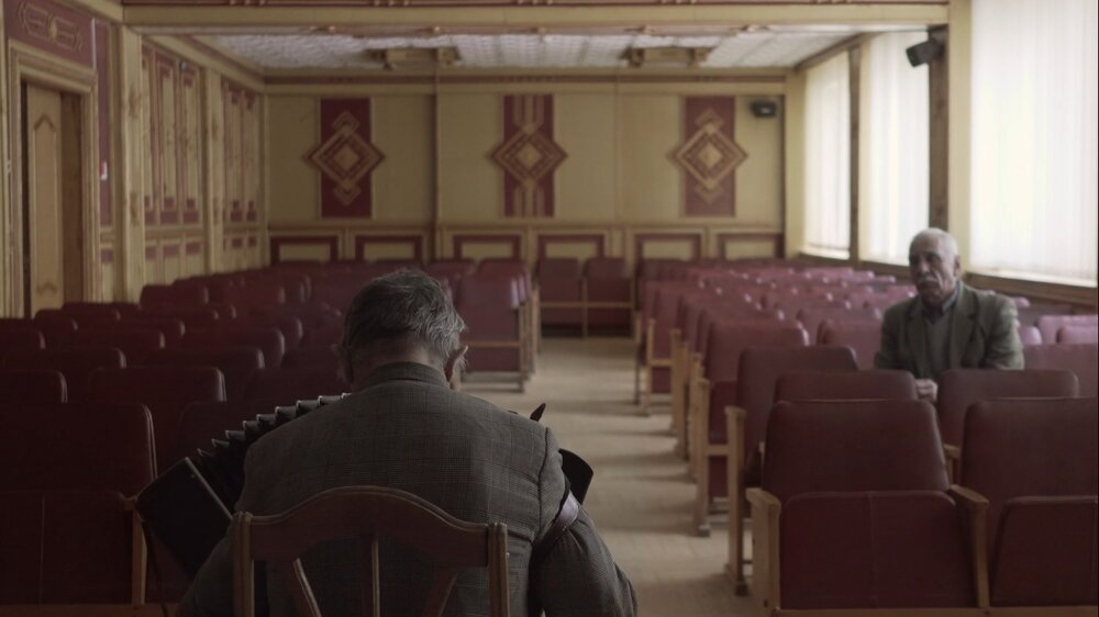 Кадр з фільму «Співає Івано-Франківськтеплокомуненерго»
