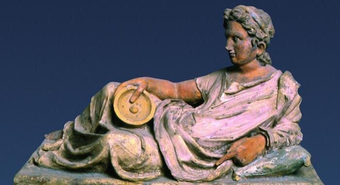 Скульптура з одного з етруських поховань. Теракота, II століття до н. е.