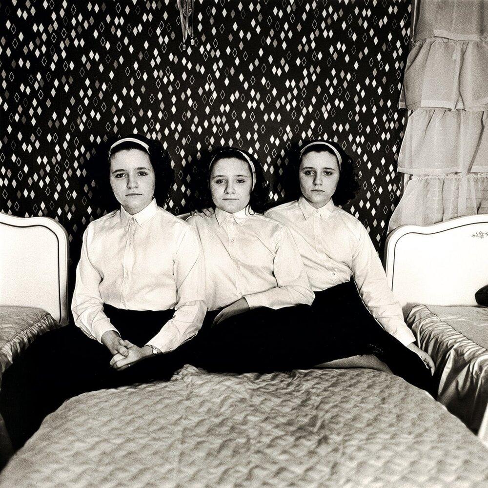 Діана Арбус, Triplets in Their Bedroom, 1963