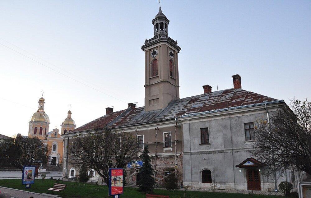 Ратуша в місті Бережани, Тернопільська область. Світлина:  alex-shutyuk