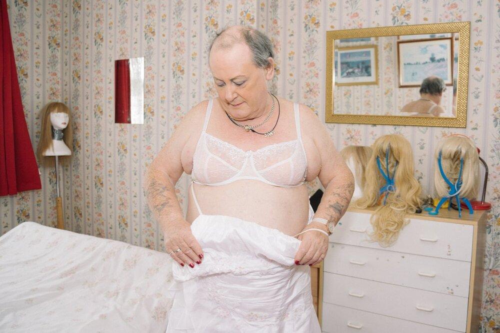 Janet at home, Bransholme, Hull. 2018. Колишній солдат Джим став Джанет у 66 років. Світлина: Emma Wilson/Global Health 50/50