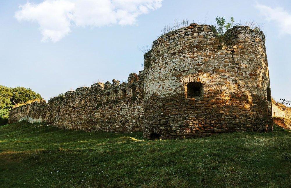 Фото:findinukraine.com.ua. Микулинецький замок