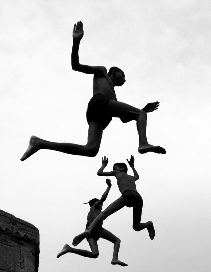 Гран прі, Photographer of the Year. Дімпі Бхалотія, Flying Boys, 2020. Сфотографовано на iPhone X. Головний переможець